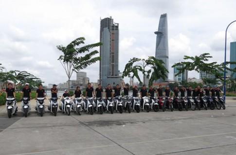 Dàn xe của hội SH 2013 Sài Gòn khoe sắc.