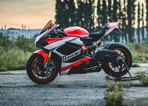 Ducati 1199 Wheelie World - an tuong kho phai