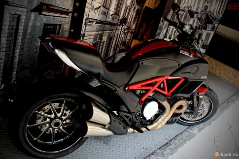 Ducati Diavel 2015 - suc manh co bap cua nha Ducati.
