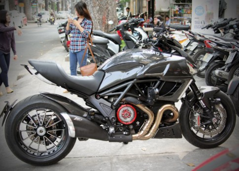 Ducati Diavel, bản độ full carbon của Biker Việt Nam