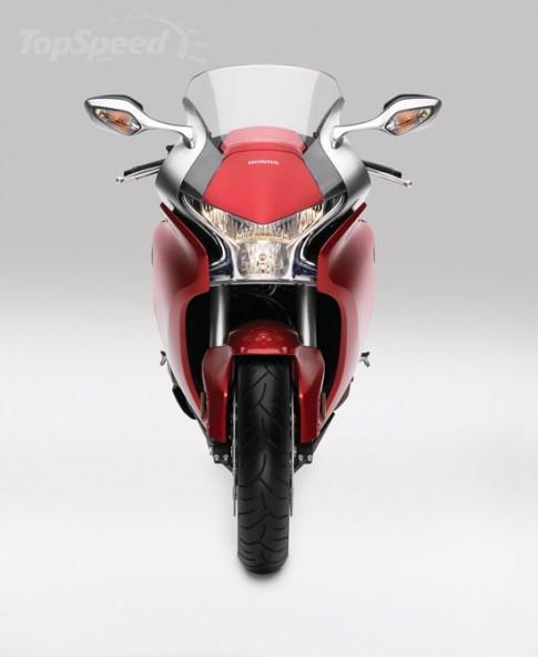 """Honda VFR 1200F: """"Chiến Binh"""" với vóc dáng mảnh khảnh"""