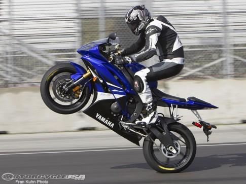 Kawasaki Z1000 và Yamaha R6 Mẫu xe của 'tử thần'