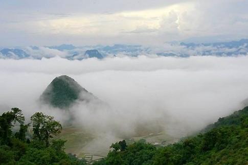 Lên Hòa Bình xem thung lũng mây