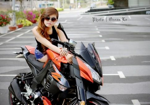 Người đẹp Việt quyến rũ bên xe thể thao Z1000