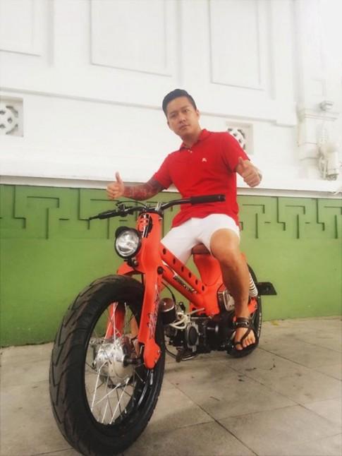 Những chiếc xe máy độc bình dân của sao Việt