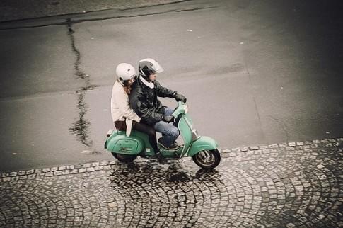 Những điều cần lưu ý khi đi xe máy ngoài trời lạnh