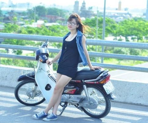 Nữ sinh viên Sư Phạm mê phượt trên chiếc Honda Dream