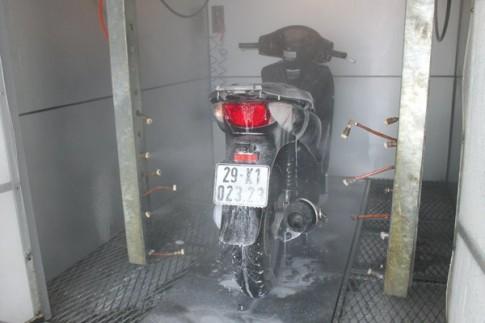 """Rửa xe máy tự động """"Made in Việt Nam"""""""