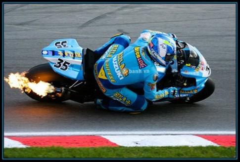 Suu tam mau xanh Rizla cua doi Suzuki GP