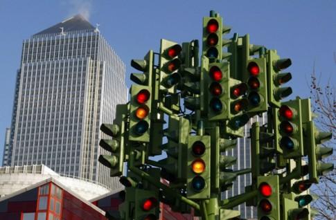 Tại sao đèn giao thông có màu xanh, đỏ vàng?