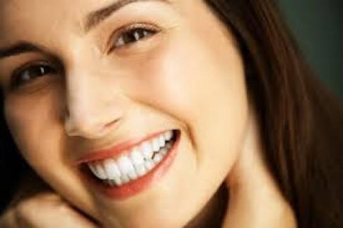 Tẩy trắng răng coi chừng thành hại răng