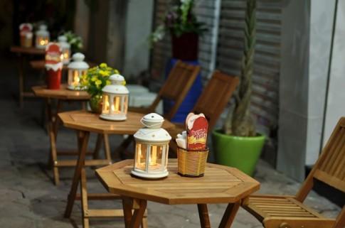 Thưởng thức kem ý vỉa hè lảng mạn ở phố Hai Bà Trưng.