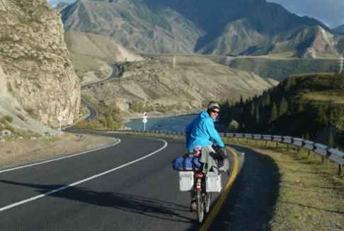 Việt Nam, điểm dừng chân của cặp vợ chồng đạp xe quanh thế giới