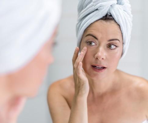 Chăm sóc da ở tuổi mãn kinh