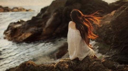 Khi trong em cô đơn vây kín...
