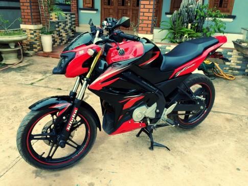 Lạ mắt với Yamaha FZ150i phiên bản màu đỏ đen độ tuyệt đẹp