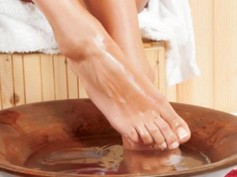 Ngâm chân trước khi đi ngủ chữa 12 loại bệnh