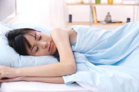 Ngủ nghiêng một bên làm bạn già trước tuổi