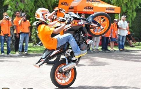 Stunter Gabit biểu diễn môtô mạo hiểm tại Hà Nội