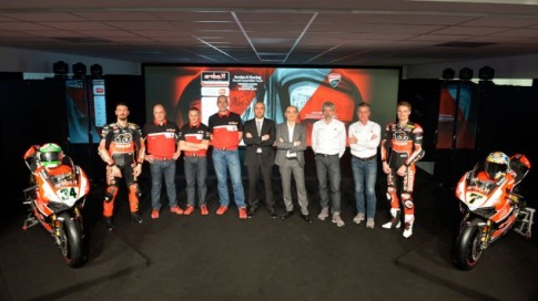 Ducati ra mắt mẫu xe đua mới cho mùa giải Superbike 2015