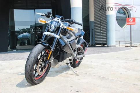 Trên yên Project LiveWire chiếc mô tô điện đầu tiên của Harley-Davidson