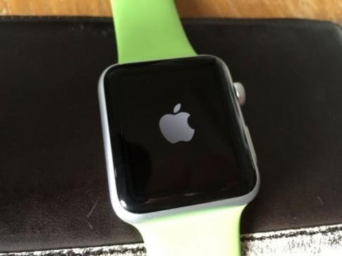 Làm thế nào để khởi động lại Apple Watch