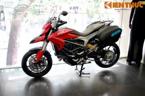 Can canh Ducati Hyperstrada 2015 dau tien tai Ha Noi
