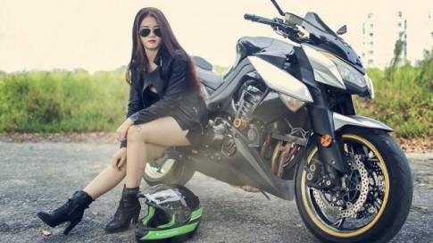 Cô người mẫu giống Ngọc Trinh và Z1000 độ đẹp