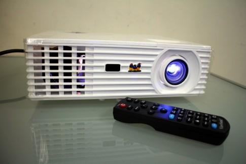 """""""Đập hộp"""" máy chiếu giải trí gia đình View Sonic PJD7822HDL"""