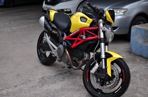 Ducati Monster 795 độ nổi bật với tông vàng đỏ