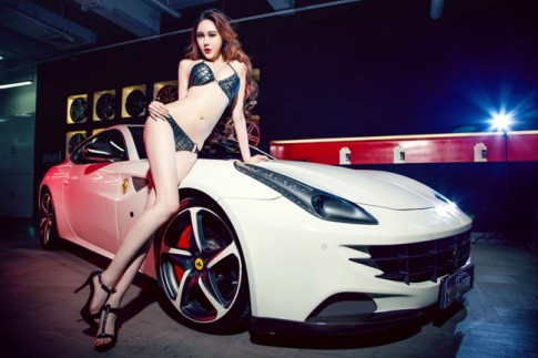 Siêu mẫu nổi bật làm lu mờ siêu xe Ferrari FF