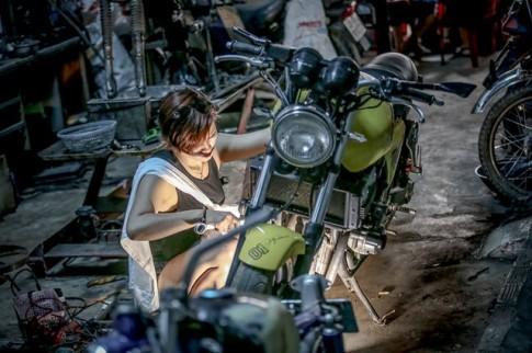 Khâm phục cô gái tuổi cọp làm nghề sửa xe môtô