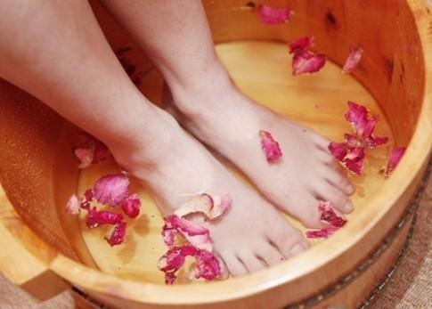 10 chiêu trị nứt gót chân hiệu quả