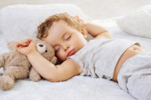 5 mẹo nhỏ tránh để bé tè dầm ban đêm