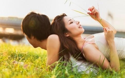6 cử chỉ nhỏ bạn làm sẽ khiến chàng ngày càng yêu bạn hơn