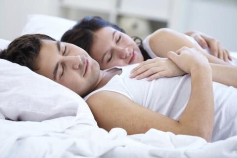 """7 hành động sai lầm các cặp đôi thường làm sau """"chuyện ấy"""""""