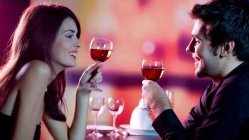 """8 cách khiến chàng """"phát điên"""" ngay lần hẹn hò đầu tiên"""