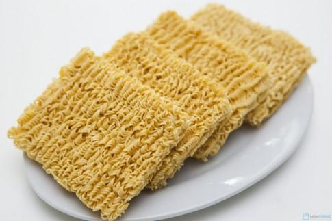 Ăn 3 gói mỳ tôm/ tuần gây béo phì và tim mạch
