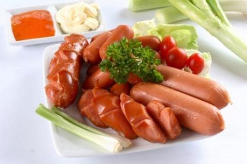Ăn xúc xích làm tăng nguy cơ ung thư lên đến 21%