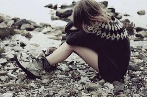 Anh chẳng biết gì cả, chỉ biết làm em đau...