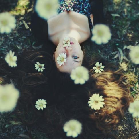 Anh hạnh phúc, sao em phải bất hạnh vì anh...?