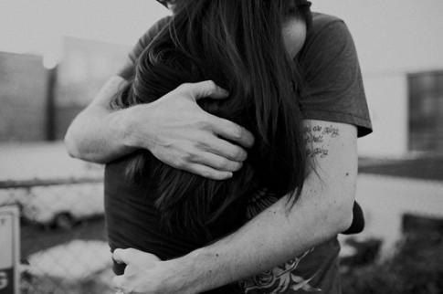 Anh quên mất rằng em là con gái, muốn yêu anh và muốn được anh yêu...