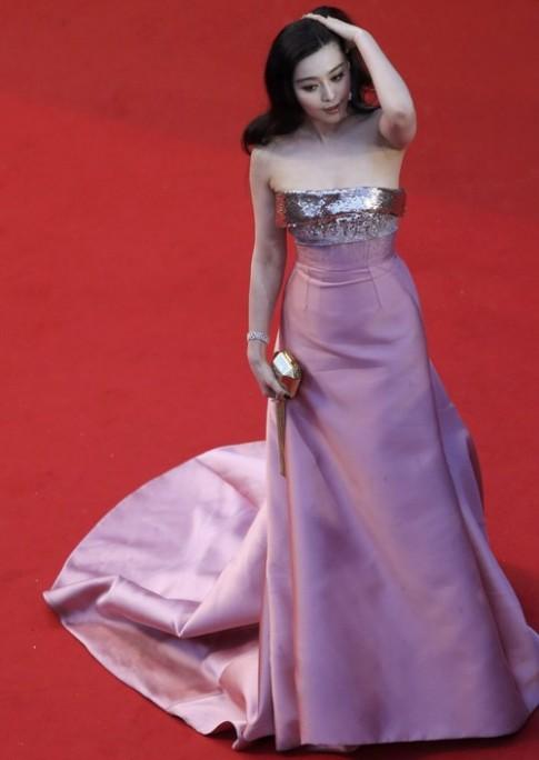 Băng Băng tẻ nhạt so với Tử Di tại thảm đỏ Cannes