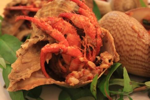 Bị giun sán khi ăn cua ốc nướng không kỹ