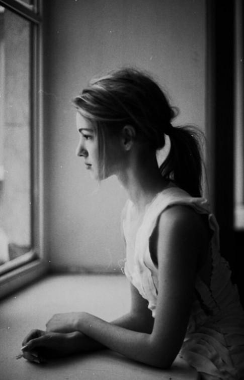 Biết nhớ là đau nhưng em không dừng được...