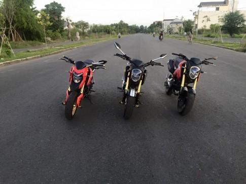 Bo 3 Honda MSX do khoe dang tren pho