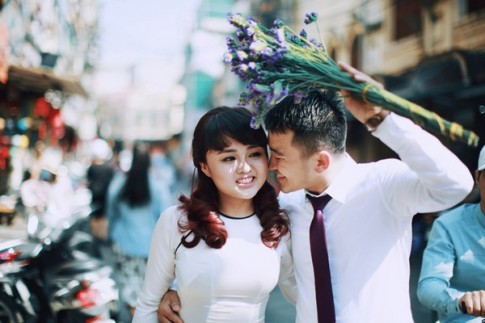"""Bộ ảnh cưới trữ tình """"nhìn là thèm yêu"""" giữa nắng thu Hà Nội"""