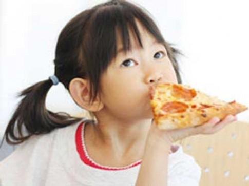 Cha mẹ đang dạy trẻ ghét ăn rau, thích đồ ăn nhanh