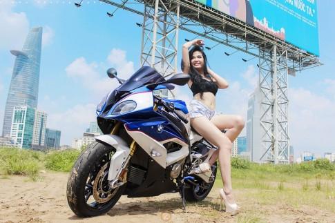 Chân dài nóng bỏng cùng BMW S1000RR tại Sài Gòn