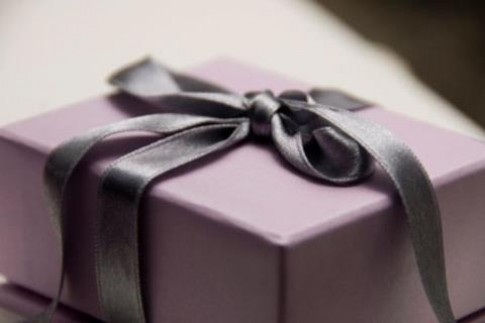 Chết khiếp với món quà cưới bất ngờ của người yêu cũ